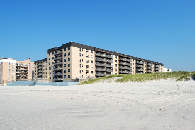 EXECUTIVE TOWERS AT LIDO Vacation living in Lido Beach ...